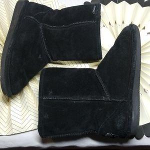 BearPaw Cozy Boots size 8